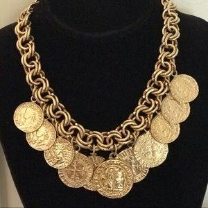 Beautiful vintage necklace.. Gold plated 17""